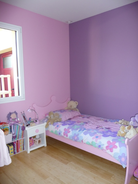 Photo chambre fille rose mauve for Peinture maison decorative